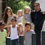 """Анджелина Джоли и Брэд Питт: """"В нашем полку прибыло!"""""""