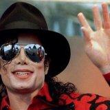 Самой богатой умершей знаменитостью стал Майкл Джексон.
