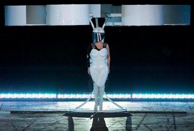 Леди Гага в «летающем платье»