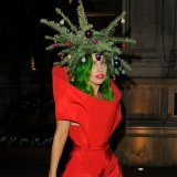 Леди Гага нарядилась ёлкой к празднику