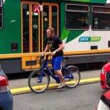 Шварценеггера оштрафовали за езду на велосипеде без шлема