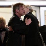 ELLE | Необычные фото: Шарлиз Терон и Шон Пенн на премьере в каннах