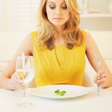 Cosmopolitan | Почему не стоит садиться на диету сразу после праздников